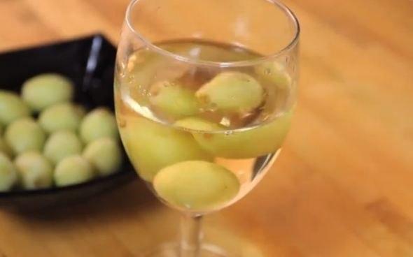 vino con uvas